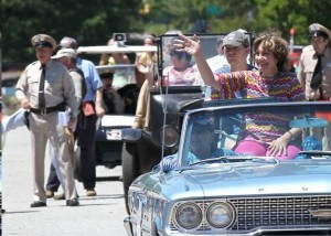 Karen Knotts greets the enthusiastic crowd during the parade in Westminster. Several tribute artists (and a glimpse of the back of Rodney Dillard) are in the background.