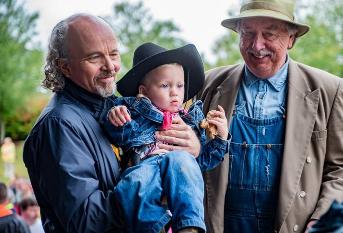 "BEING LEONIZED--Clint Howard, a latter-day Leon and Bo ""Briscoe"" Pierce. Photo by Hobart Jones."